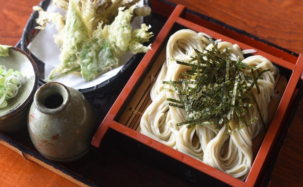 新潟と長野の食文化を融合した手打ちそば