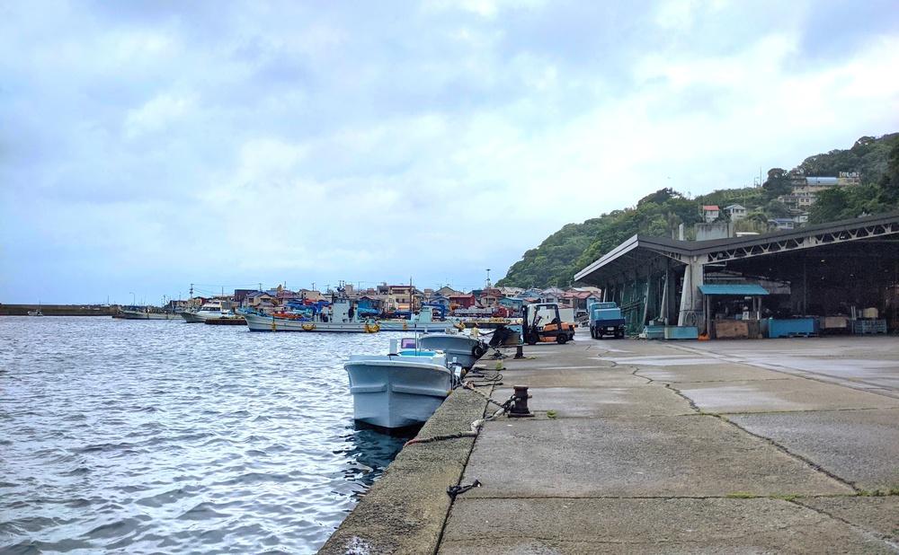 漁師町の人々をささえる港、網代漁港